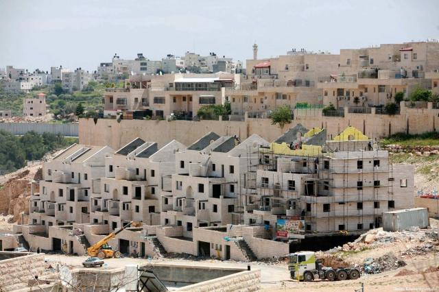 2011_1-8-Labourers-work-in-the-jewish-settlement-SL00-12
