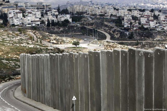 2013_12_3-Palestinian-Shuafat-refugee-camp281114_MUA_00-2 (1)